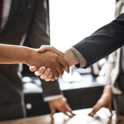 cinco razones por las que acudir a un abogado